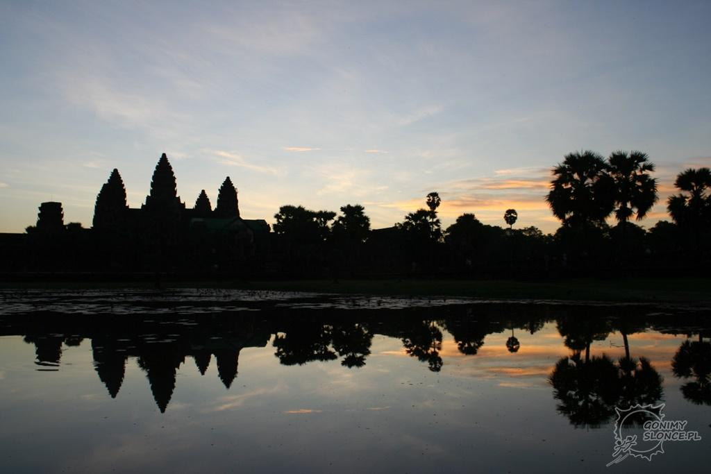 Wschód słońca w Angkor Wat / w Kambodży