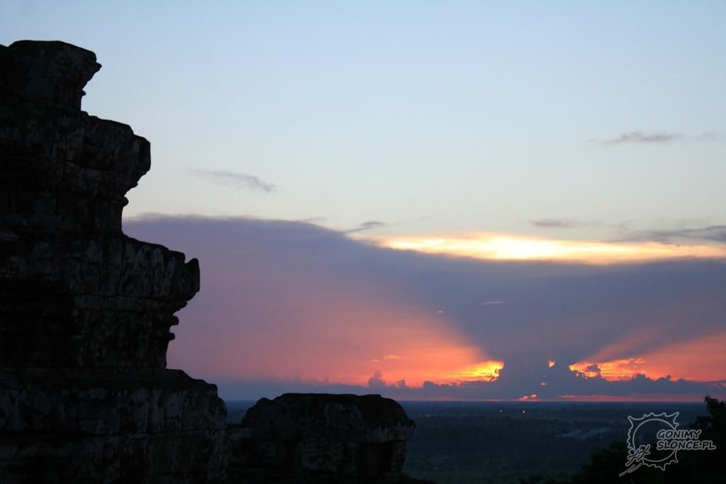 Zachód słońca w Angkor Wat