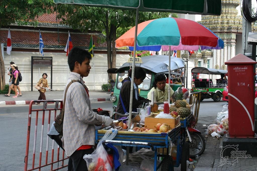 Owoce i soki na ulicach Bangkoku