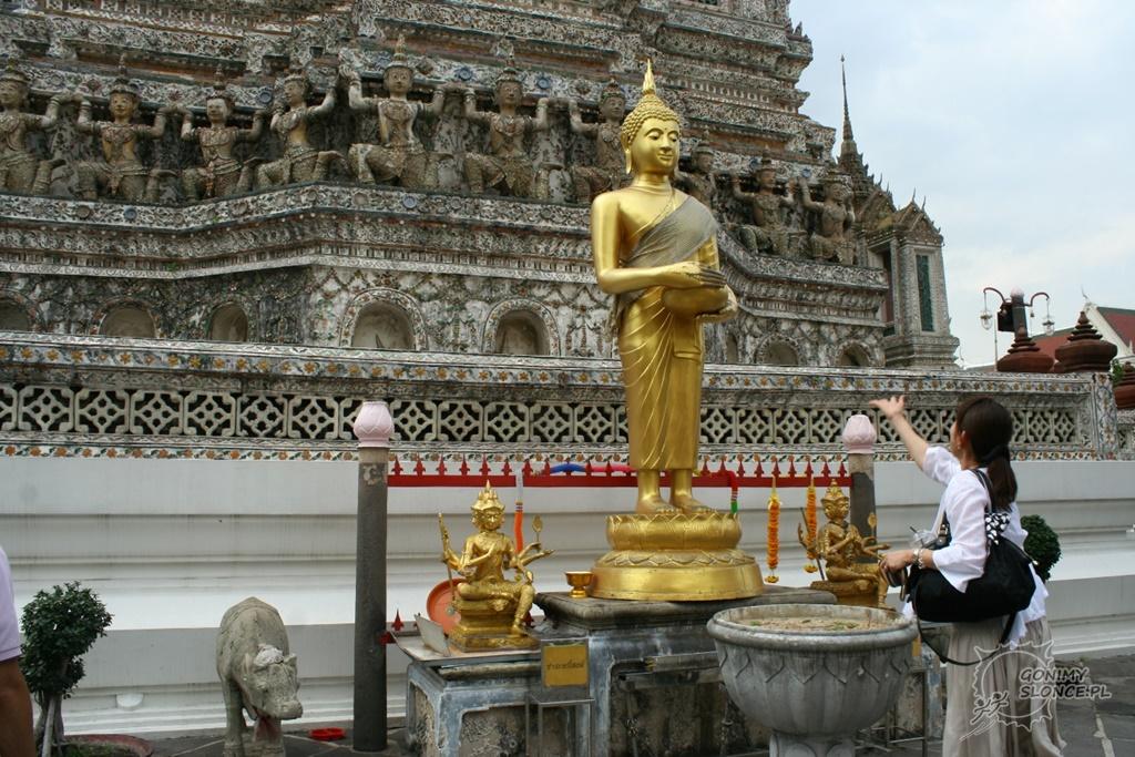 Moneta na szczęście przy Wat Arun