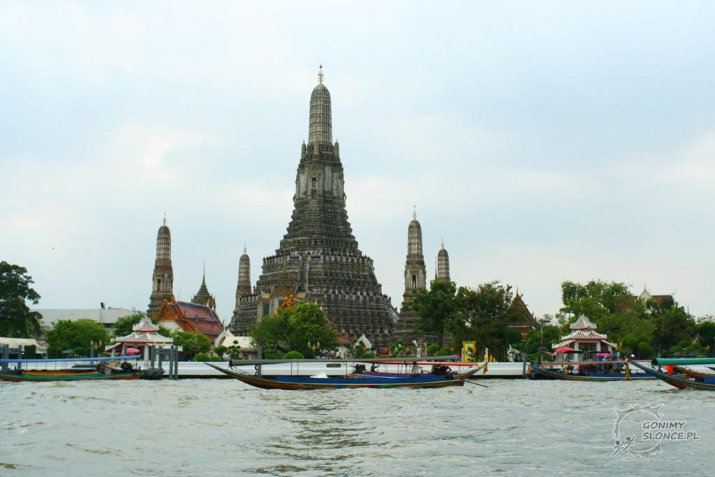 Wat Arun - widok z rzeki Menam w Bangkoku