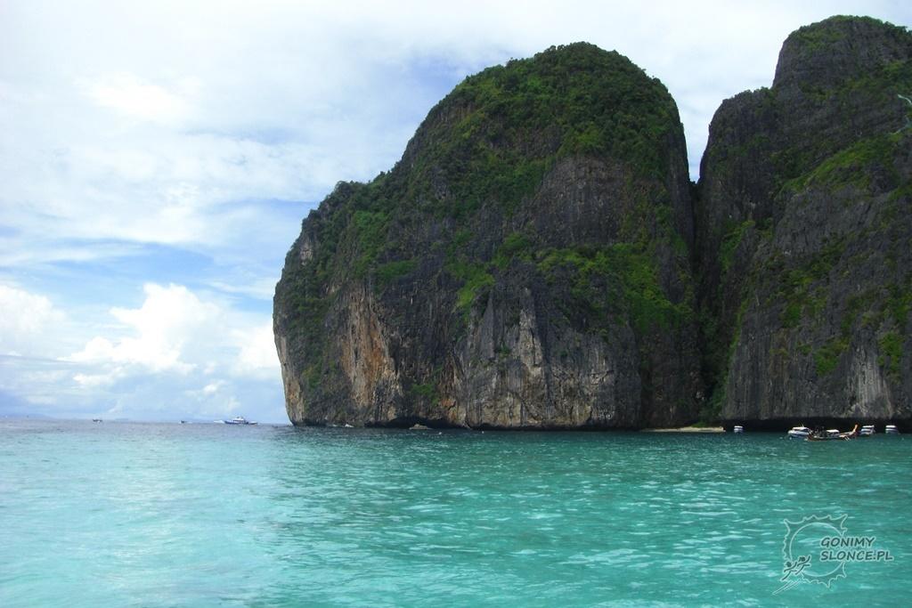 Turkusowa woda przy wyspach Phi Phi
