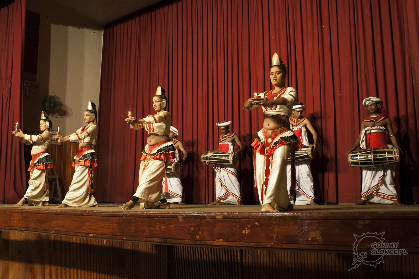 Taniec i muzyka świateł - obyczaje Sri Lanki