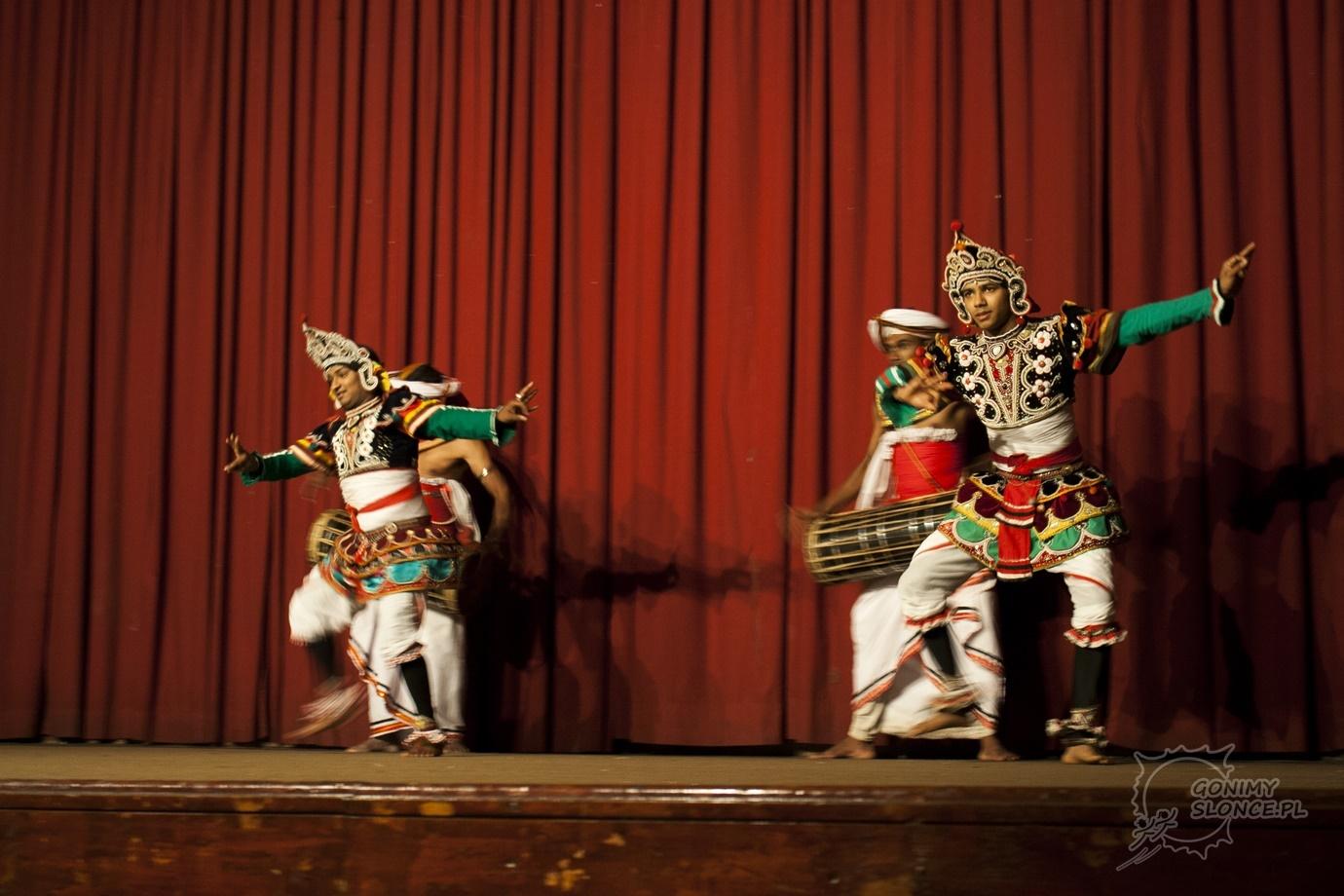 Tancerze i akrobaci - mężczyźni na Sri Lance