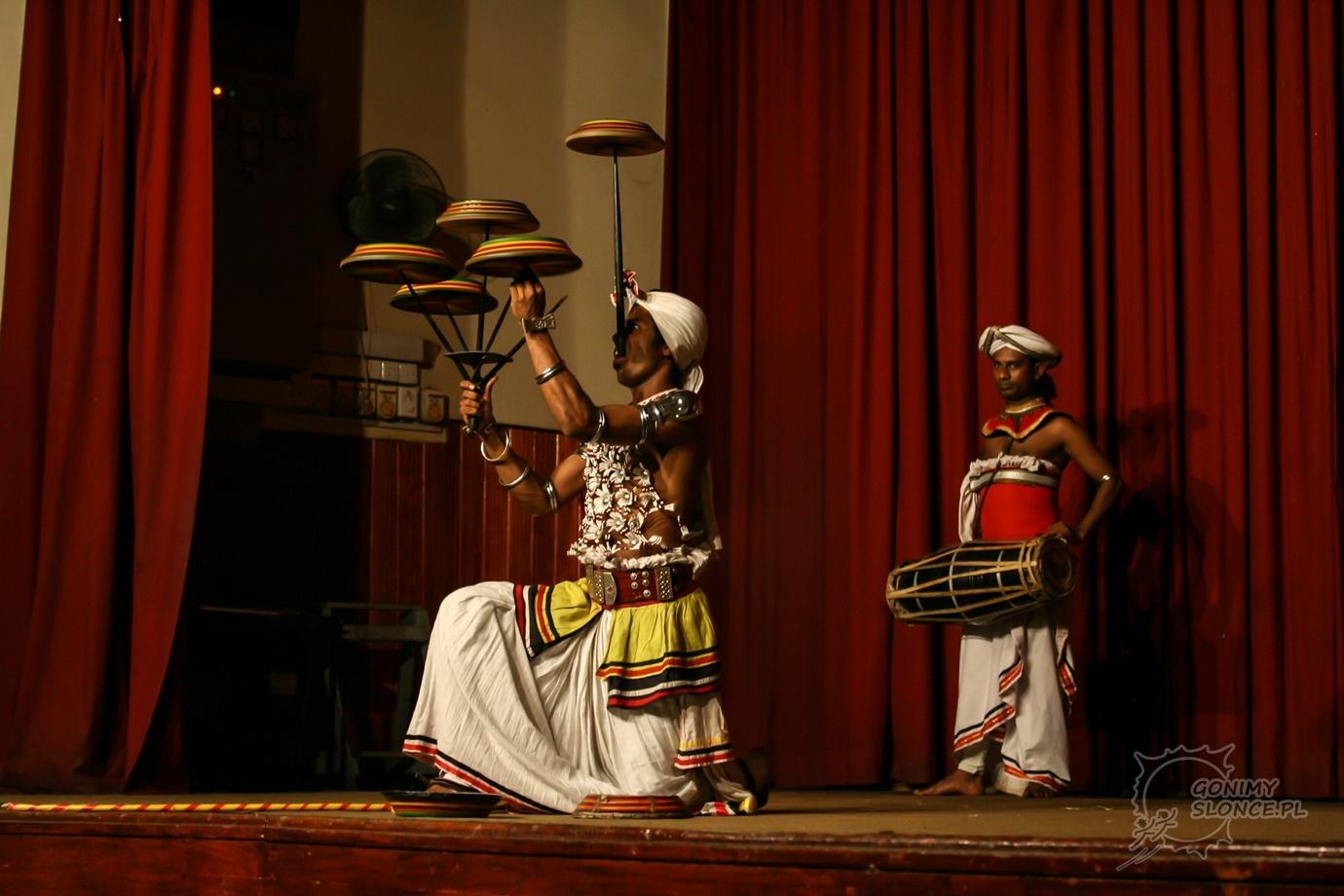 Sztuczki i akrobacje w tradycji Sri Lanki
