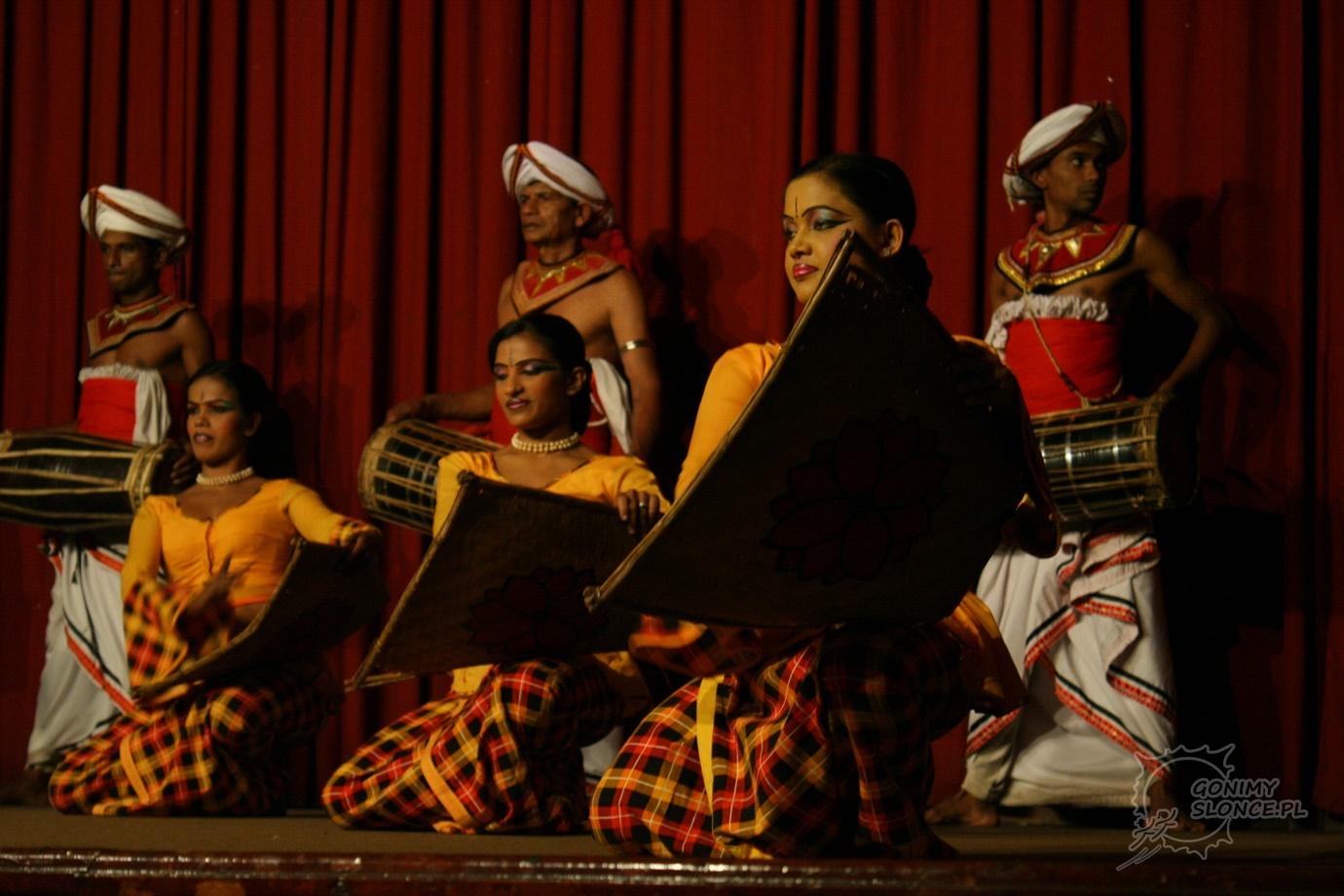 Lankijskie tancerki - Cejlon kulturalnie