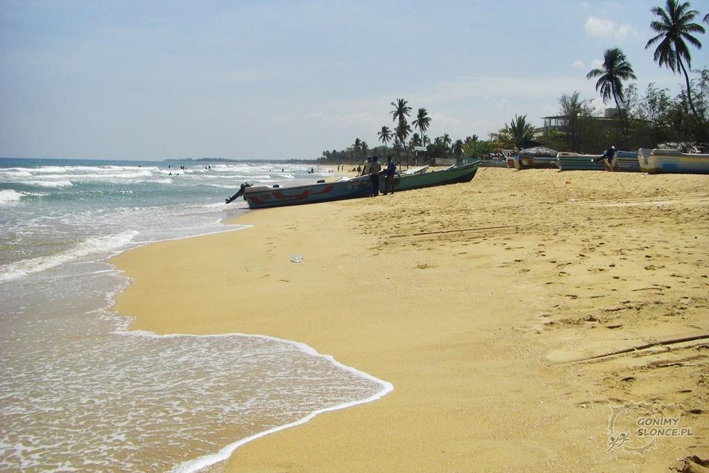 Plaża przy Nilaveli i nasza łódź