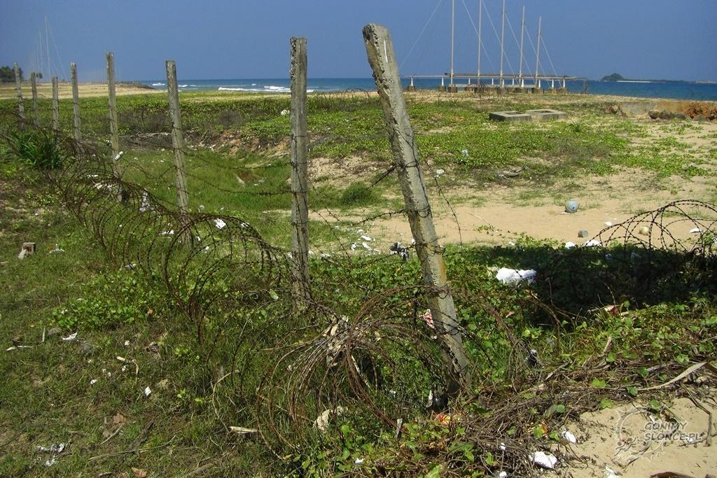 Po-wojskowe tereny narajskiej plaży