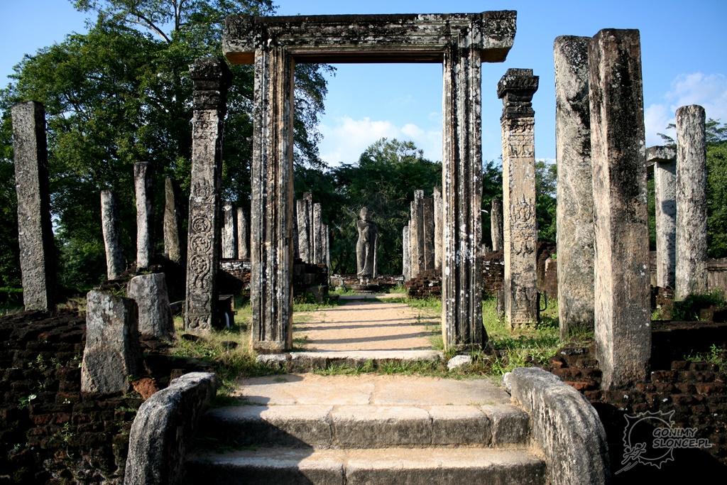 Polonnaruwa - wejście do świątyni