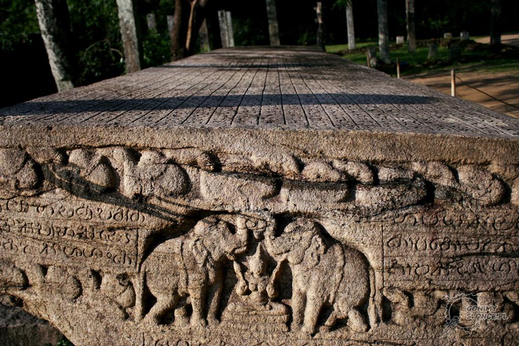 Kamienna księga Gal Pota - Polonnaruwa