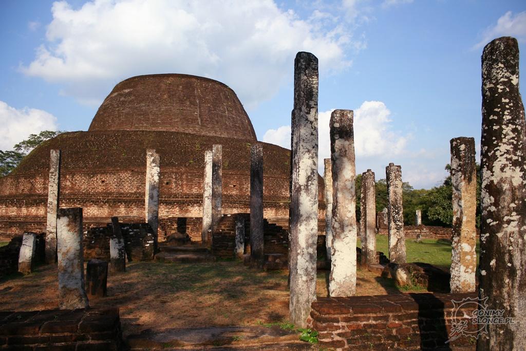 Polonnaruwa - boczne światynie