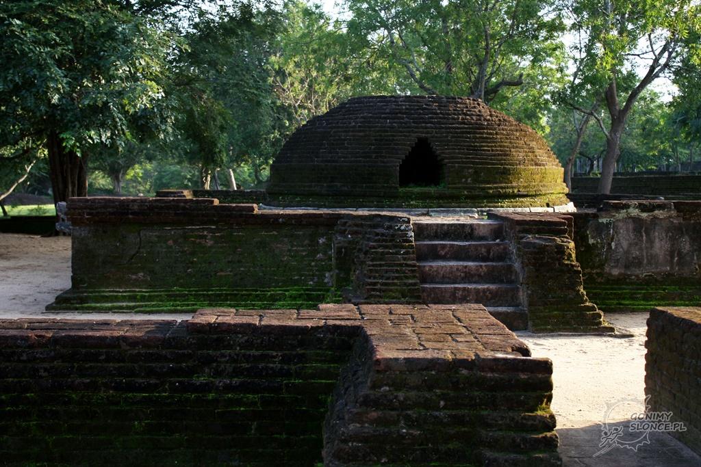 Polonnaruwa - spacer po kamiennych zabytkach
