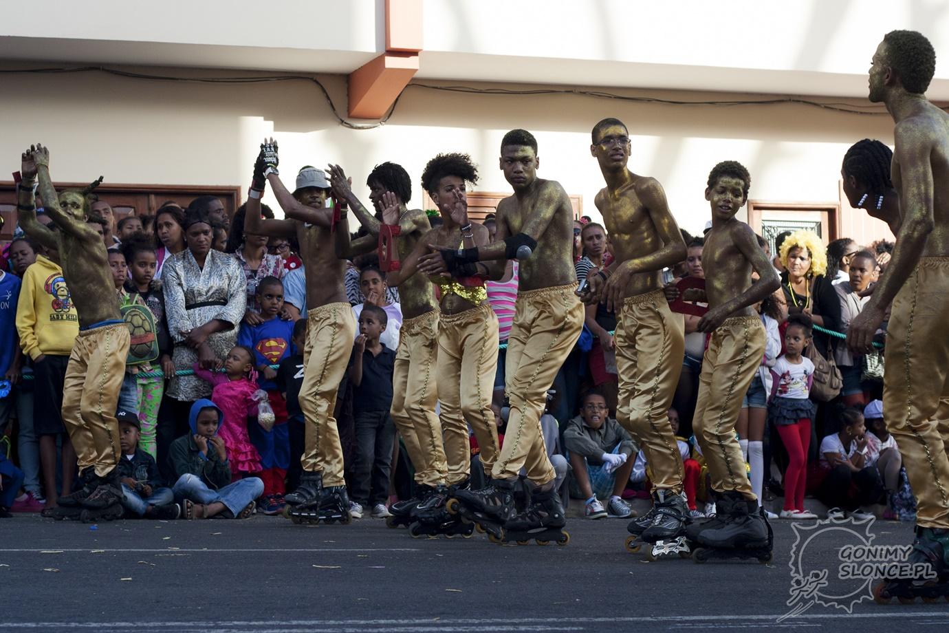 Rolkarze na paradzie karnawałowej - Cabo Verde
