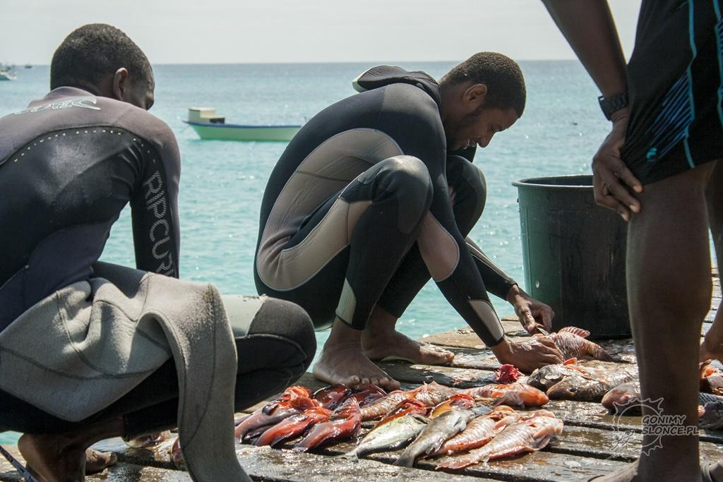 Wyspa Sal nurkowie i rybacy