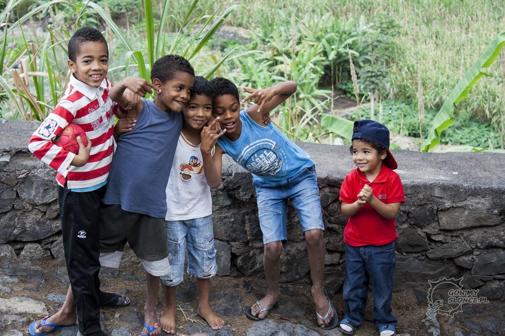 Chłopcy z Cabo Verde - dolina Paul na Santo Antao