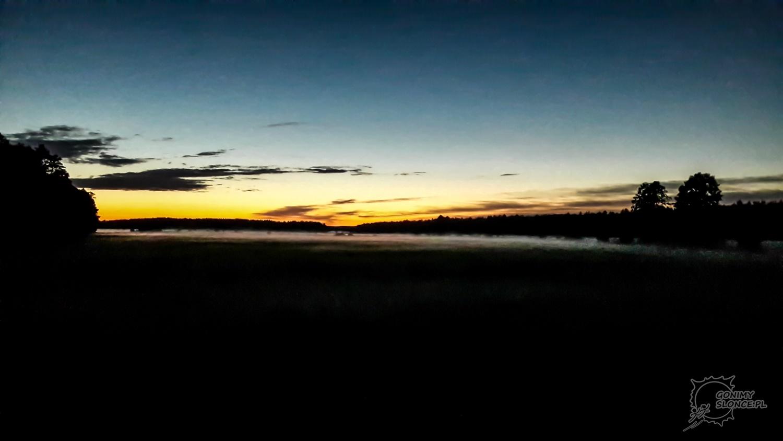 Zachód słońca i mgły na trasie, czyli noc nadchodzi...