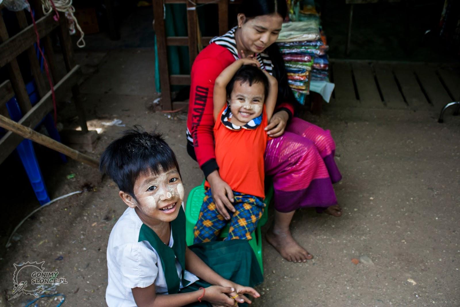 Kobiety i dzieci w thanace, Birma / Mjanma
