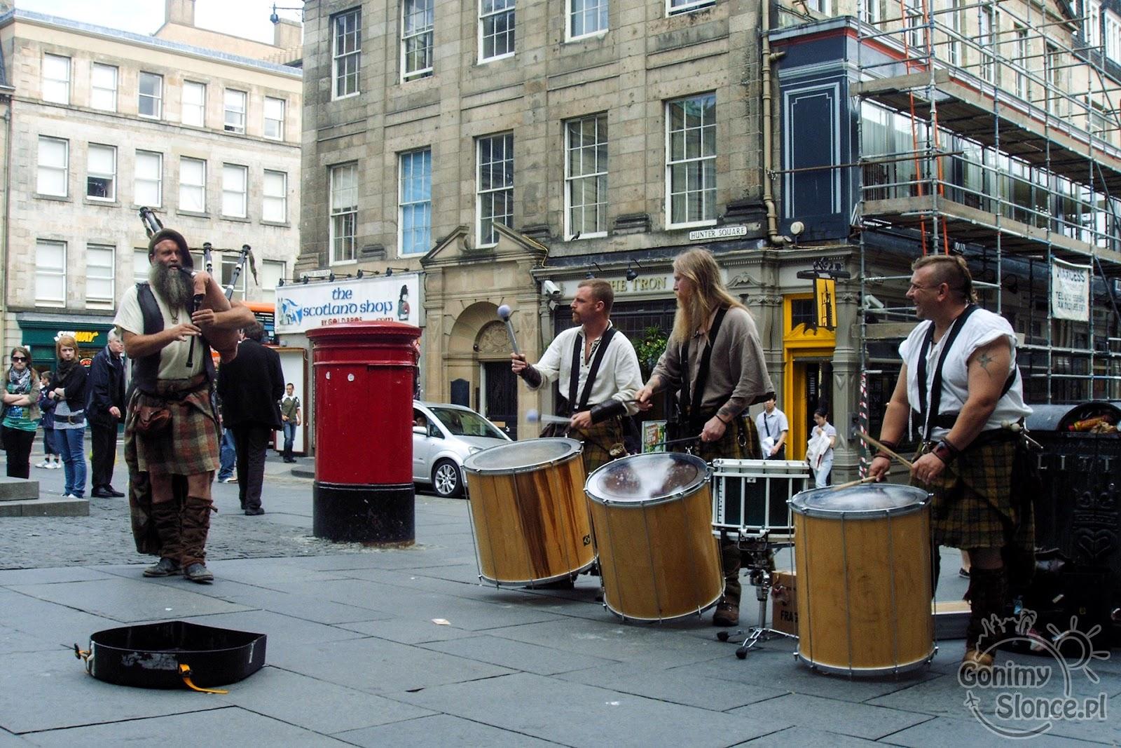 Szkocka muzyka ludowa na ulicach Edynburga