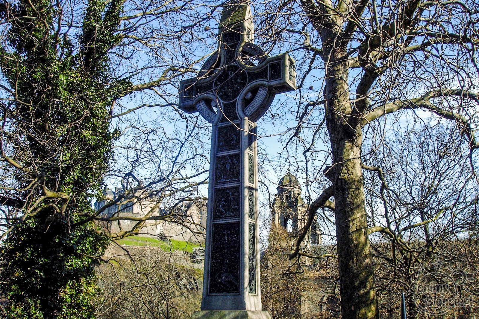 Krzyż Celtycki na cmentarzu przy Princess Street Gardens