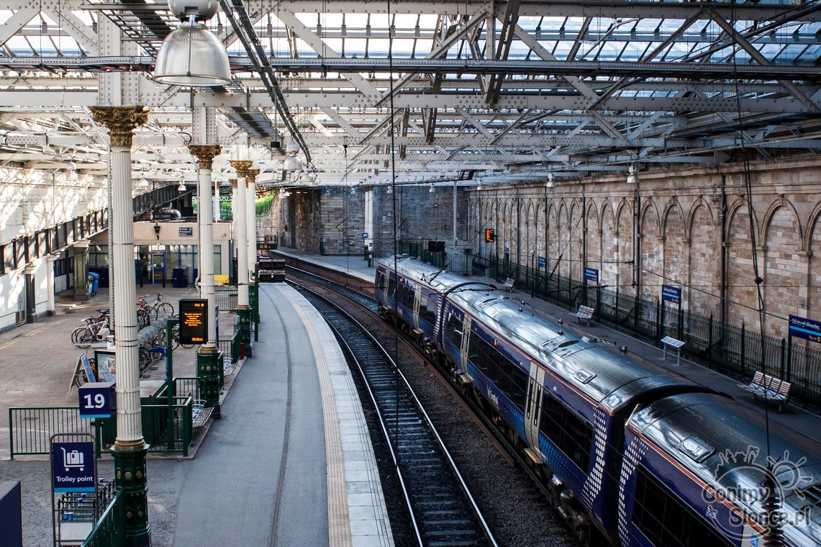 Edynburg - przewodnik - Dworzec Centralny w stolicy Szkocji