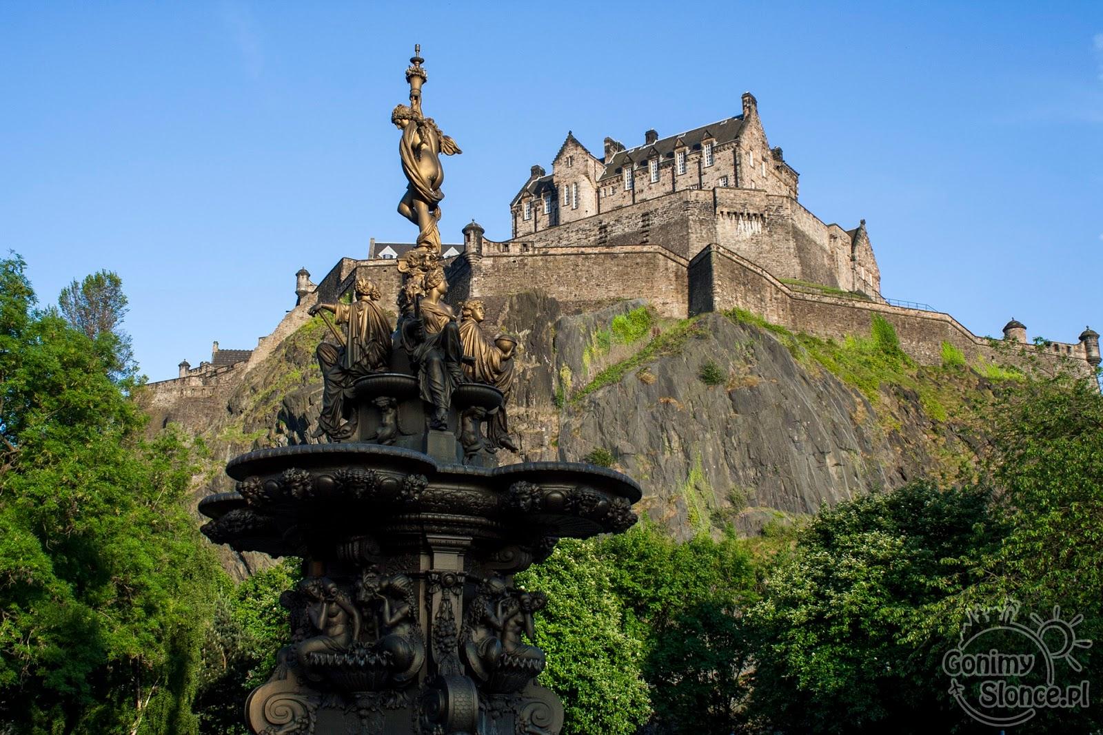 Edynburg - przewodnik - zamek nad fontanną