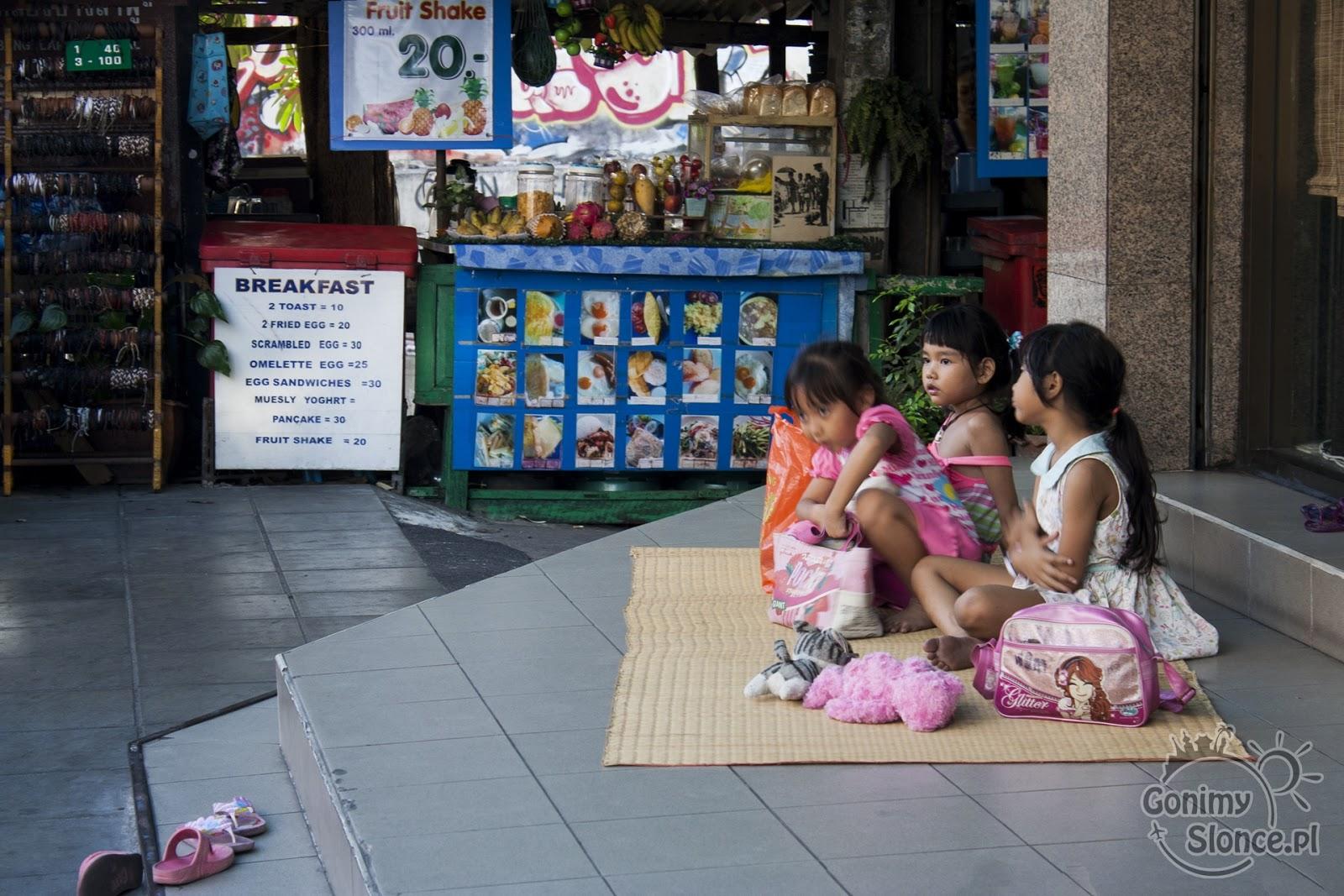 Uliczne życie w Bangkoku, ceny jedzenia w Tajlandii