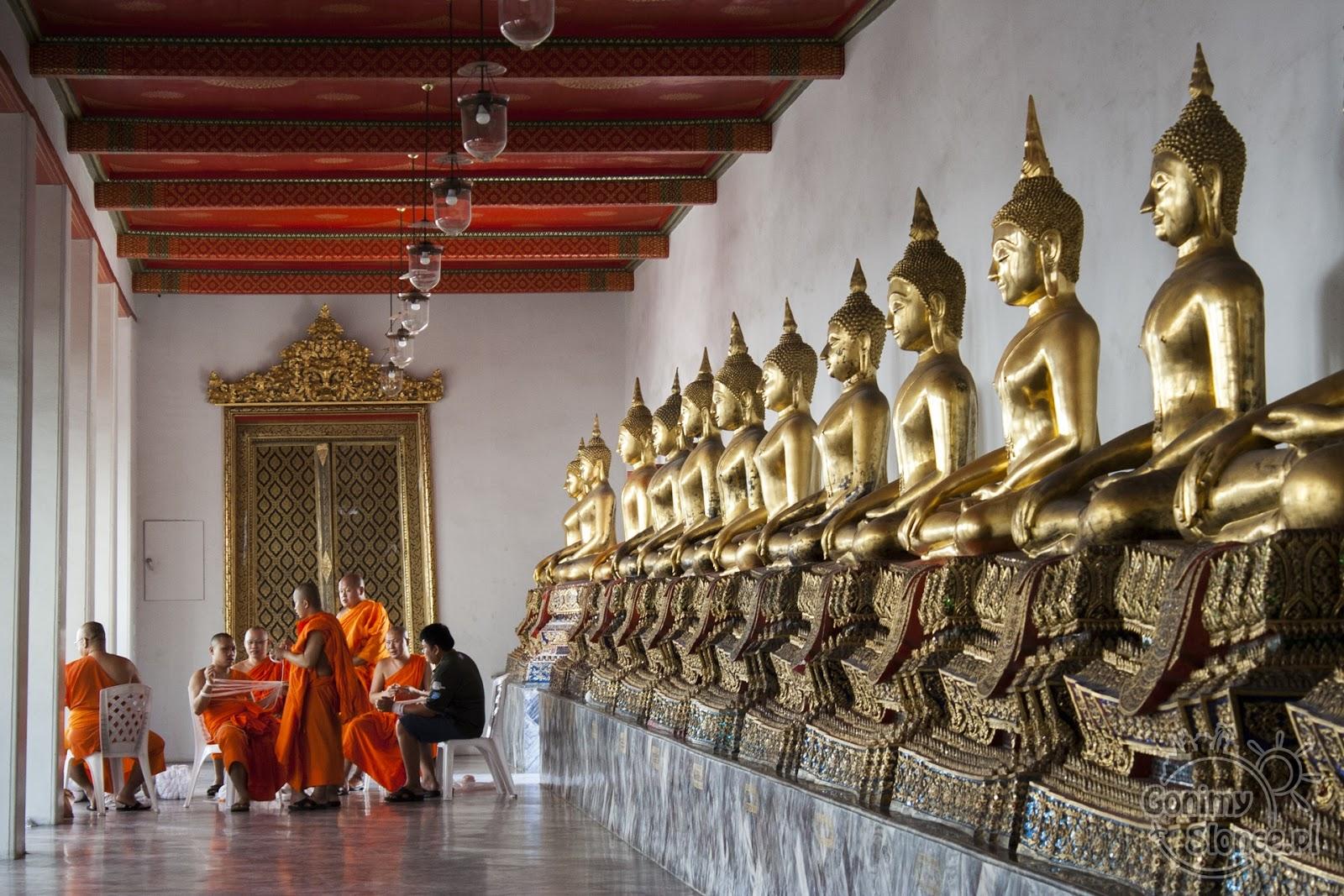 Świątynia Wat Pho w Bangkoku, Budda, Mnisi i ich obowiązki