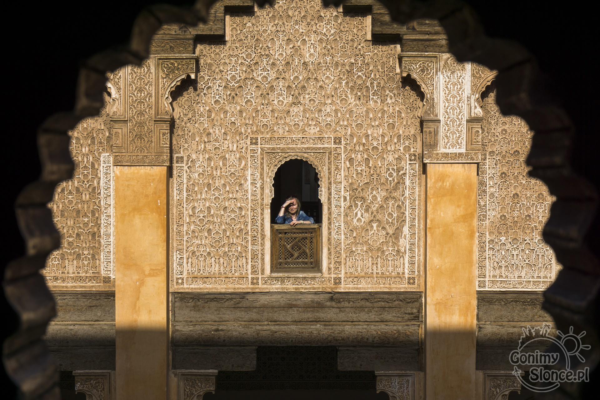 Panienka z okienka ;) Marrakesz, Medresa