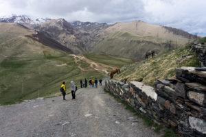 Droga z monasteru Cminda Sameba