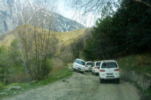 Droga na górę pod cerkiew, terenowe samochody w akcji