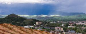 Burzowa panorama na miasto Achalciche