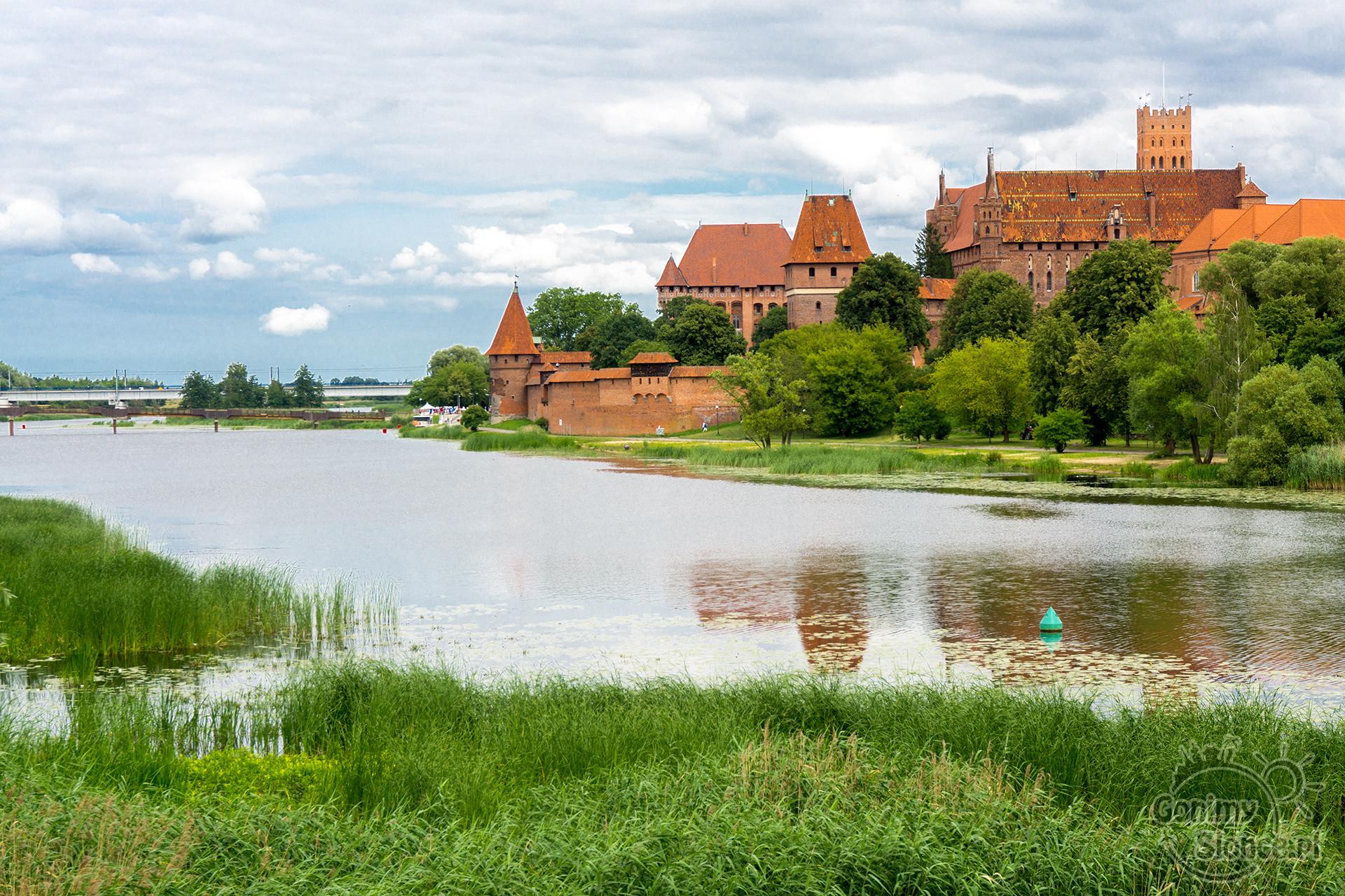 Malbork przejazdem rowerem | widok na zamek w Malborku