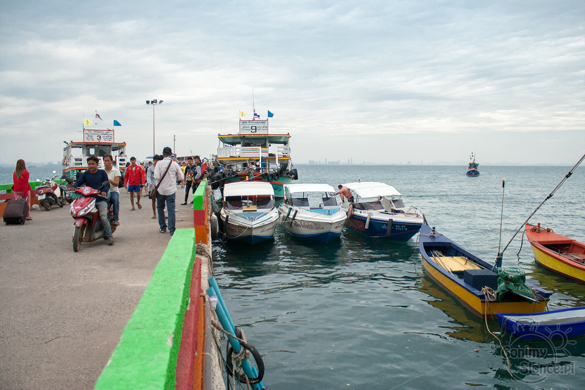 port na Koh Larn - prom transport z Pattaya
