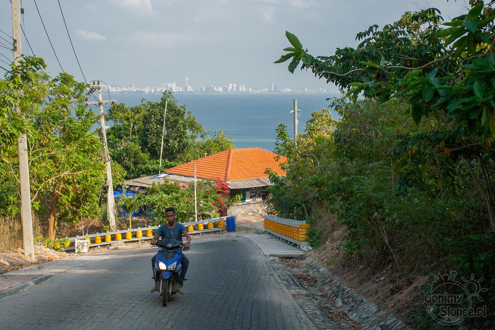 Koh Larn, skutery i transport po wyspie