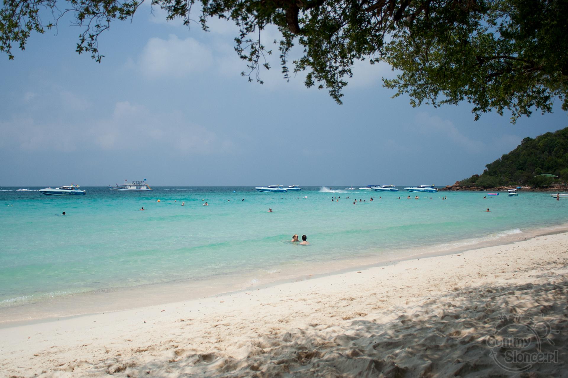 Rajska plaża na wyspie Koh Larn - Tien Beach - plaże blisko Bangkoku