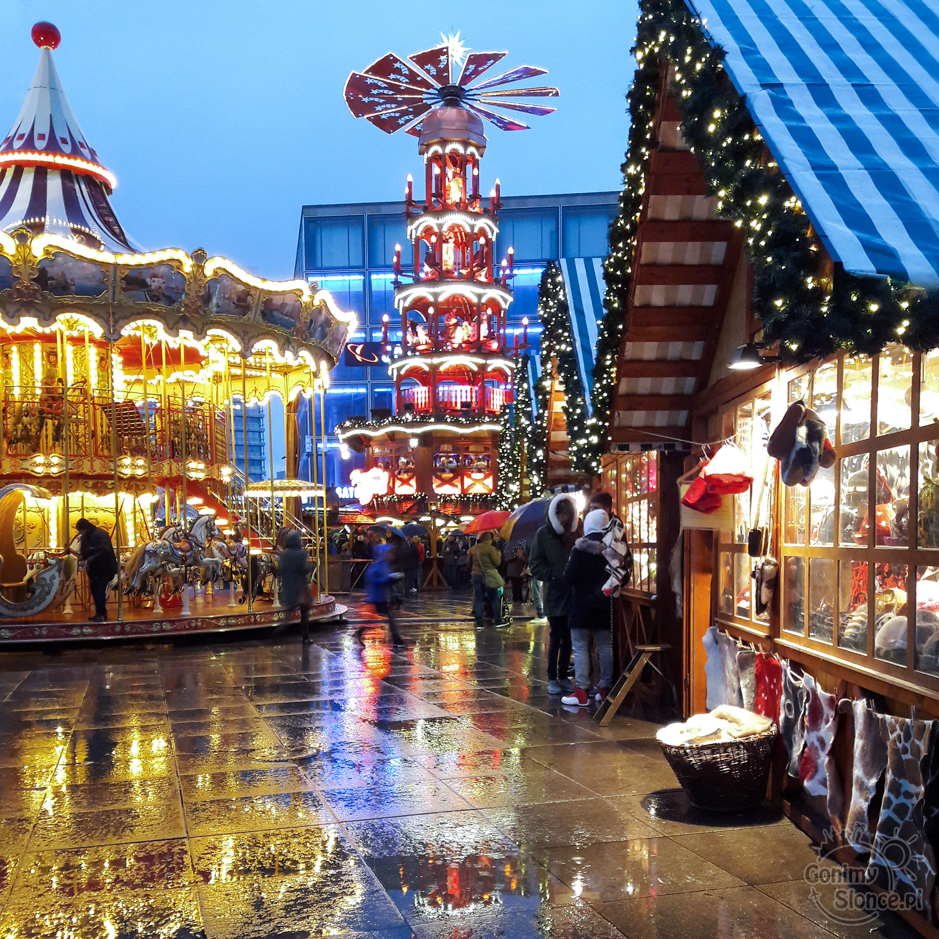 Jarmark świąteczny przy Alexanderplatz w Berlinie