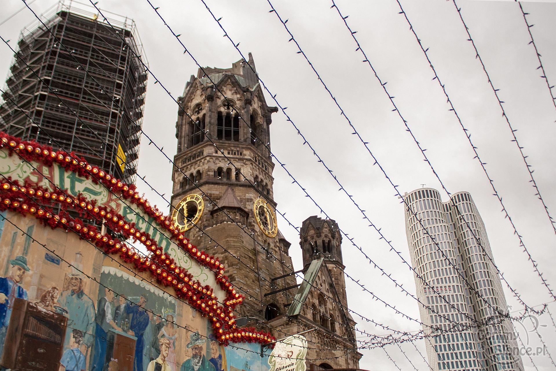 Gedächtnis Kirche w świątecznej scenerii jarmarków bożonarodzeniowych