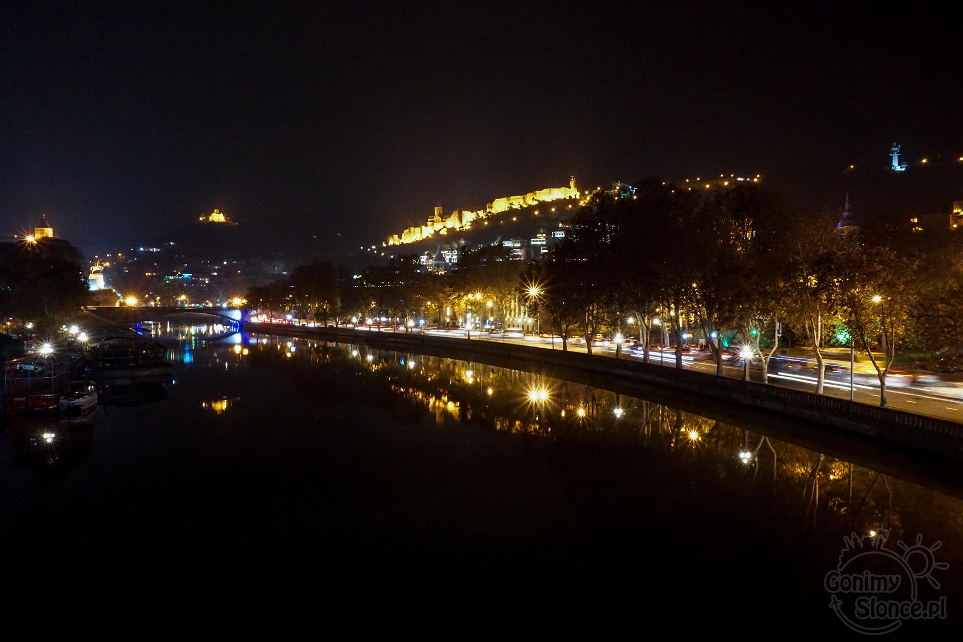 Nocne Tbilisi - Stare Miasto z twierdzą Narikala