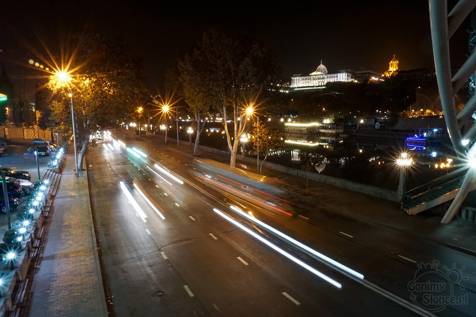 Nocne Tbilisi - Nowa część miasta i Pałac Prezydencki