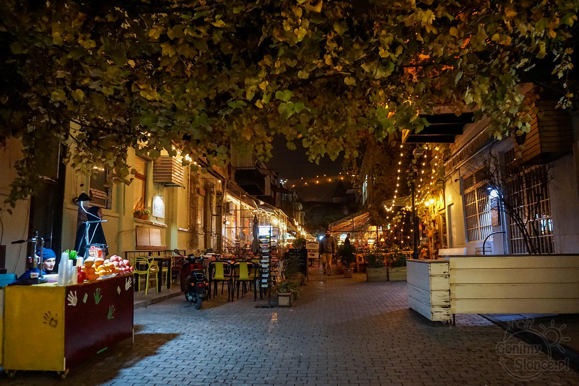 Nocne Tbilisi - restauracyjna ulica miasta
