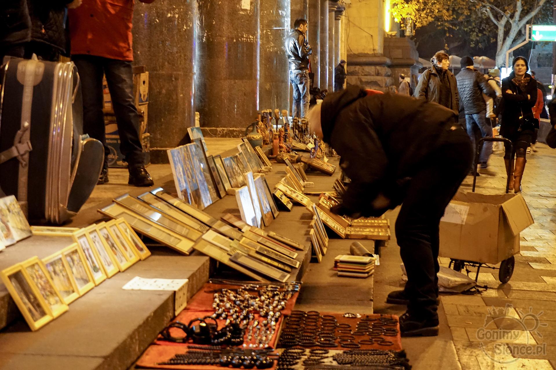 Nocne Tbilisi - kwitnący handel uliczny
