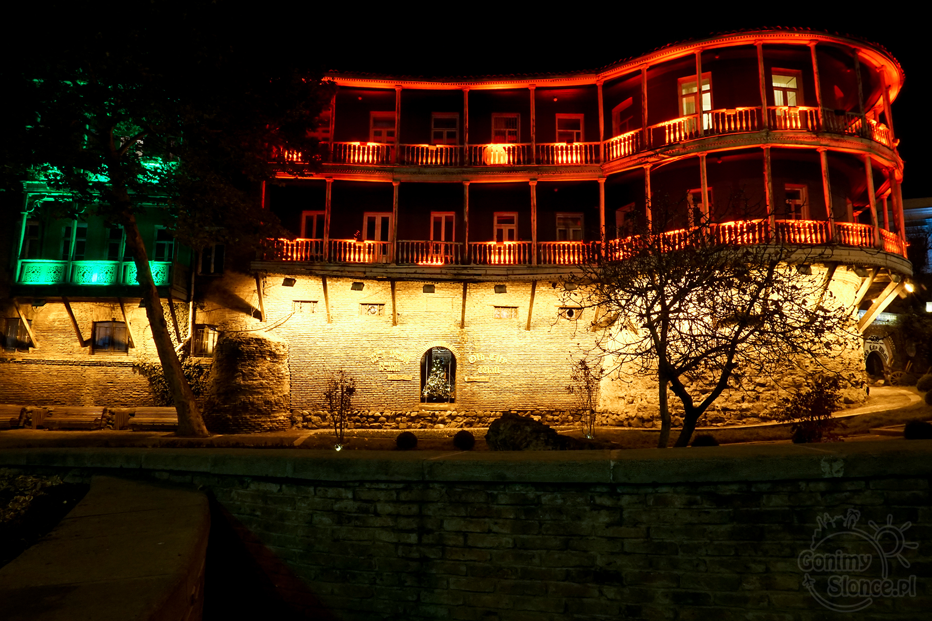 Nocne Tbilisi - Old City Wall