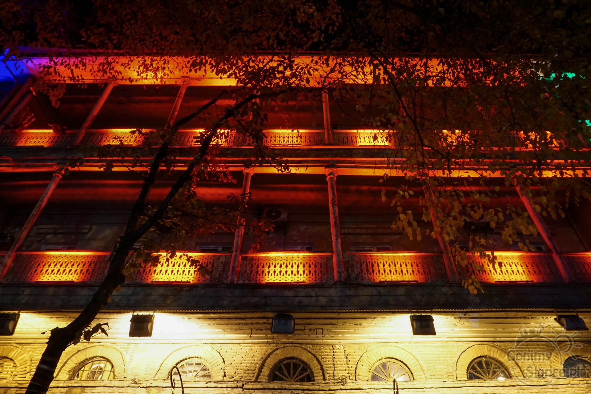 Nocne Tbilisi - tradycyjna architektura