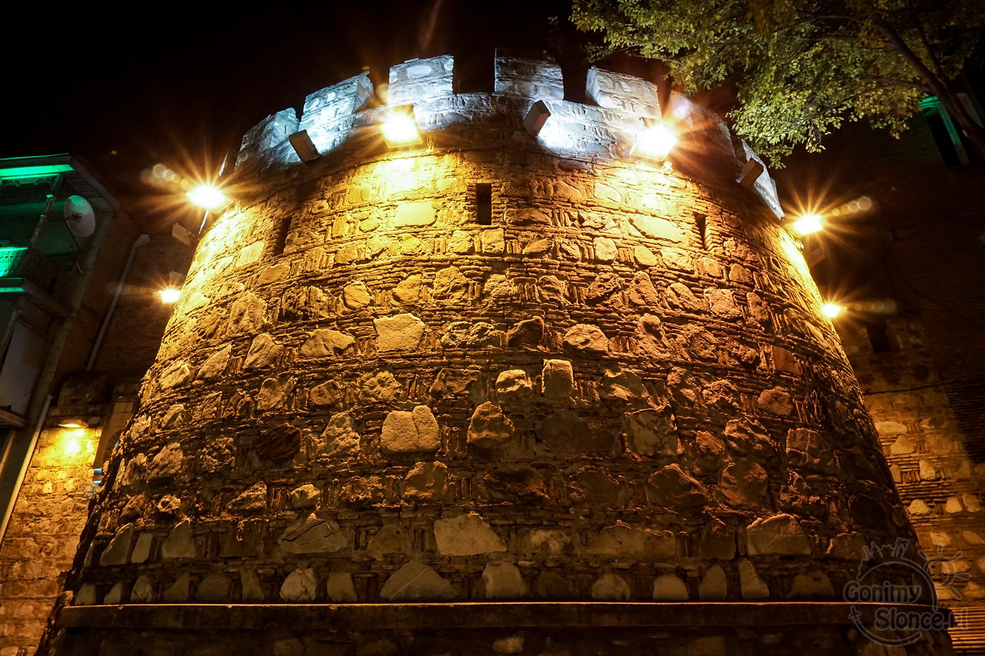 Nocne Tbilisi - Mury Miejskie