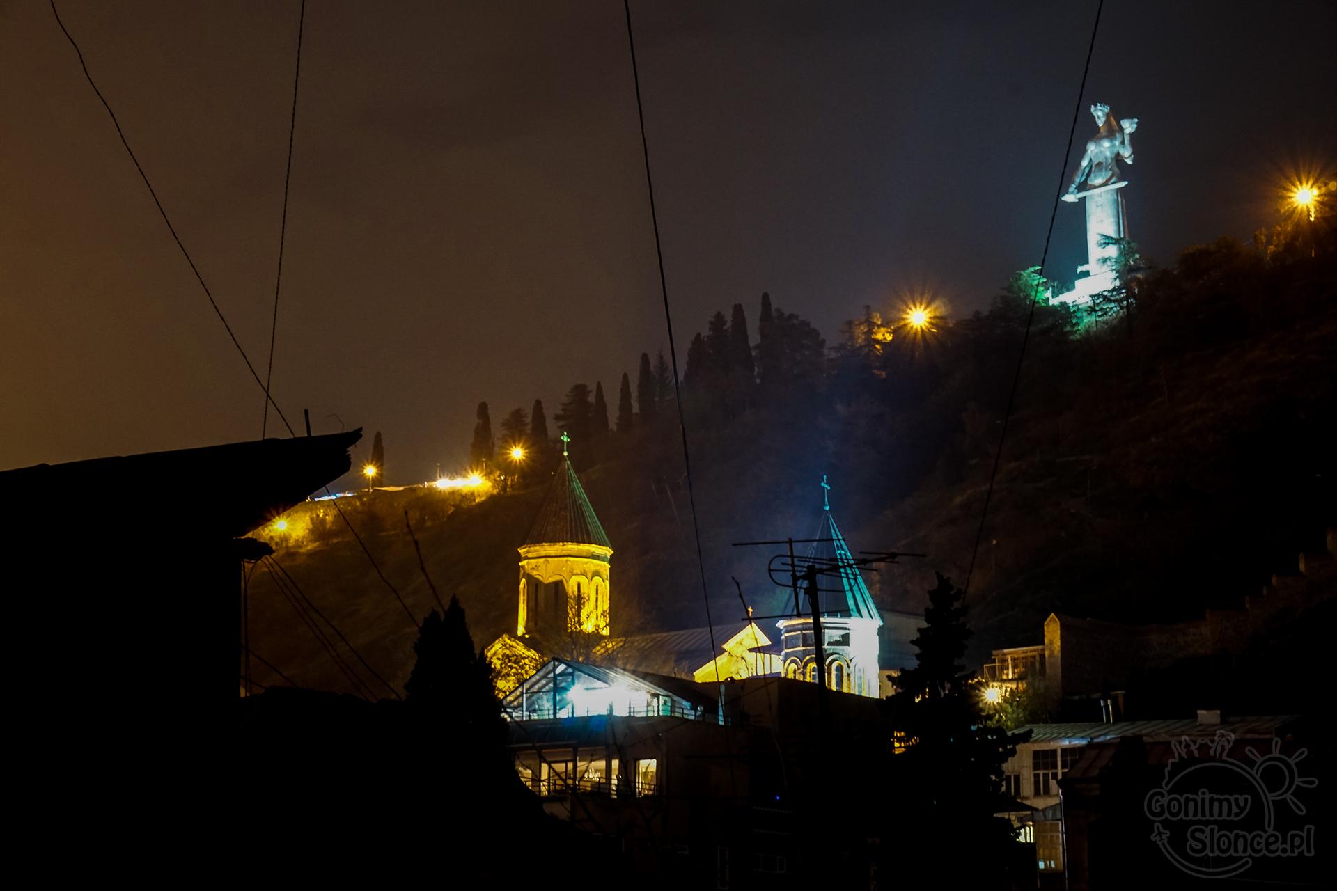 Nocne Tbilisi -  Matka Gruzja - Kartlis Deda
