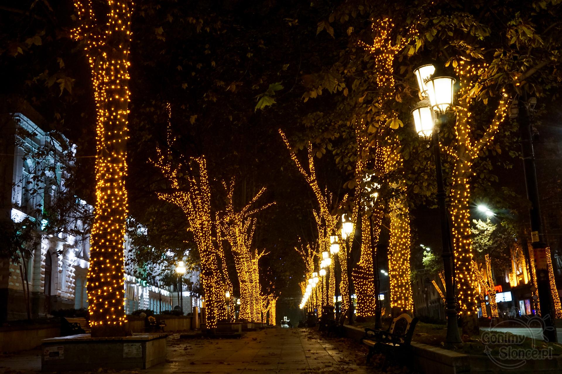 Nocne Tbilisi - świąteczne dekoracje