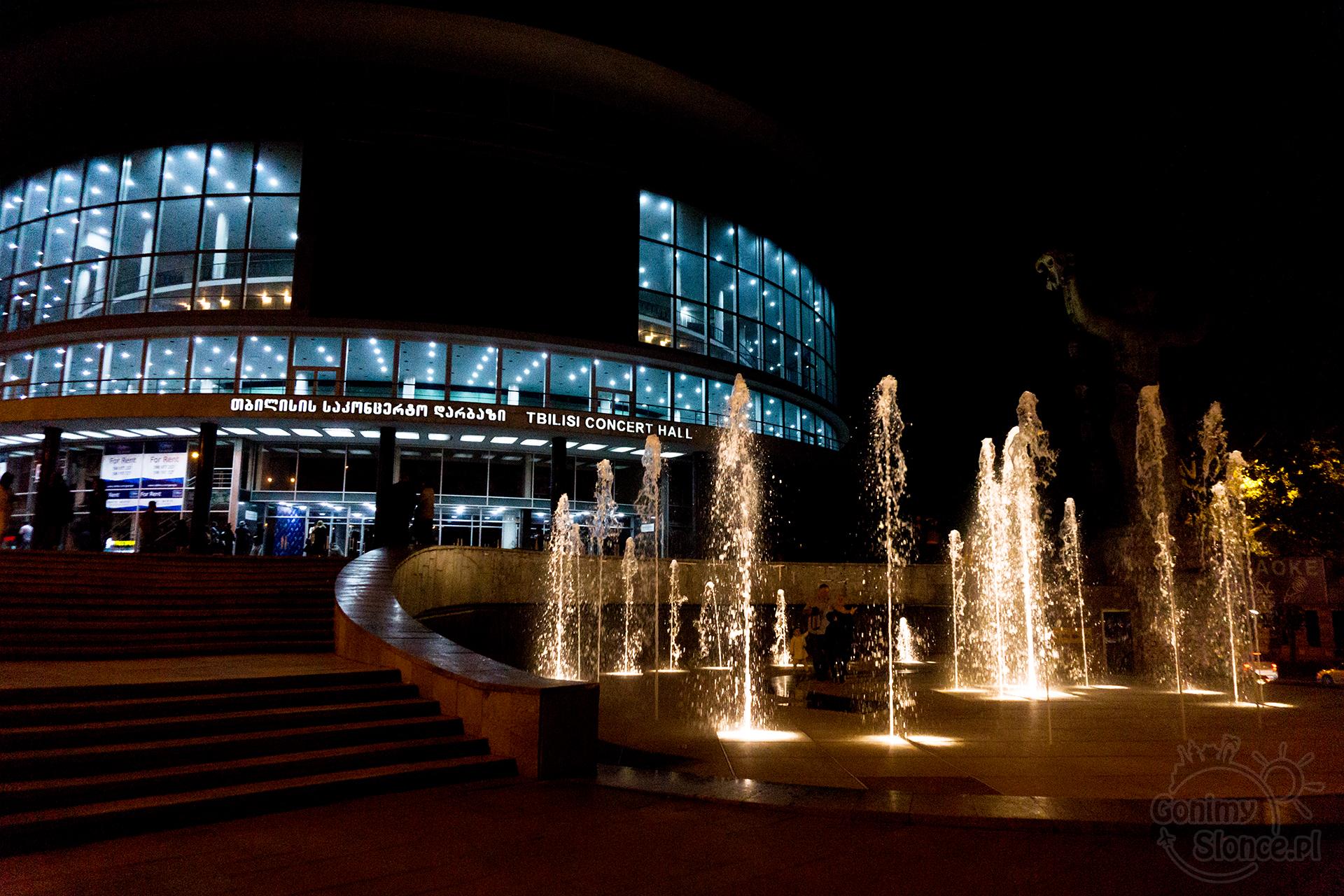 Nocne Tbilisi - Sala Koncertowa przy Alei Rustawelego