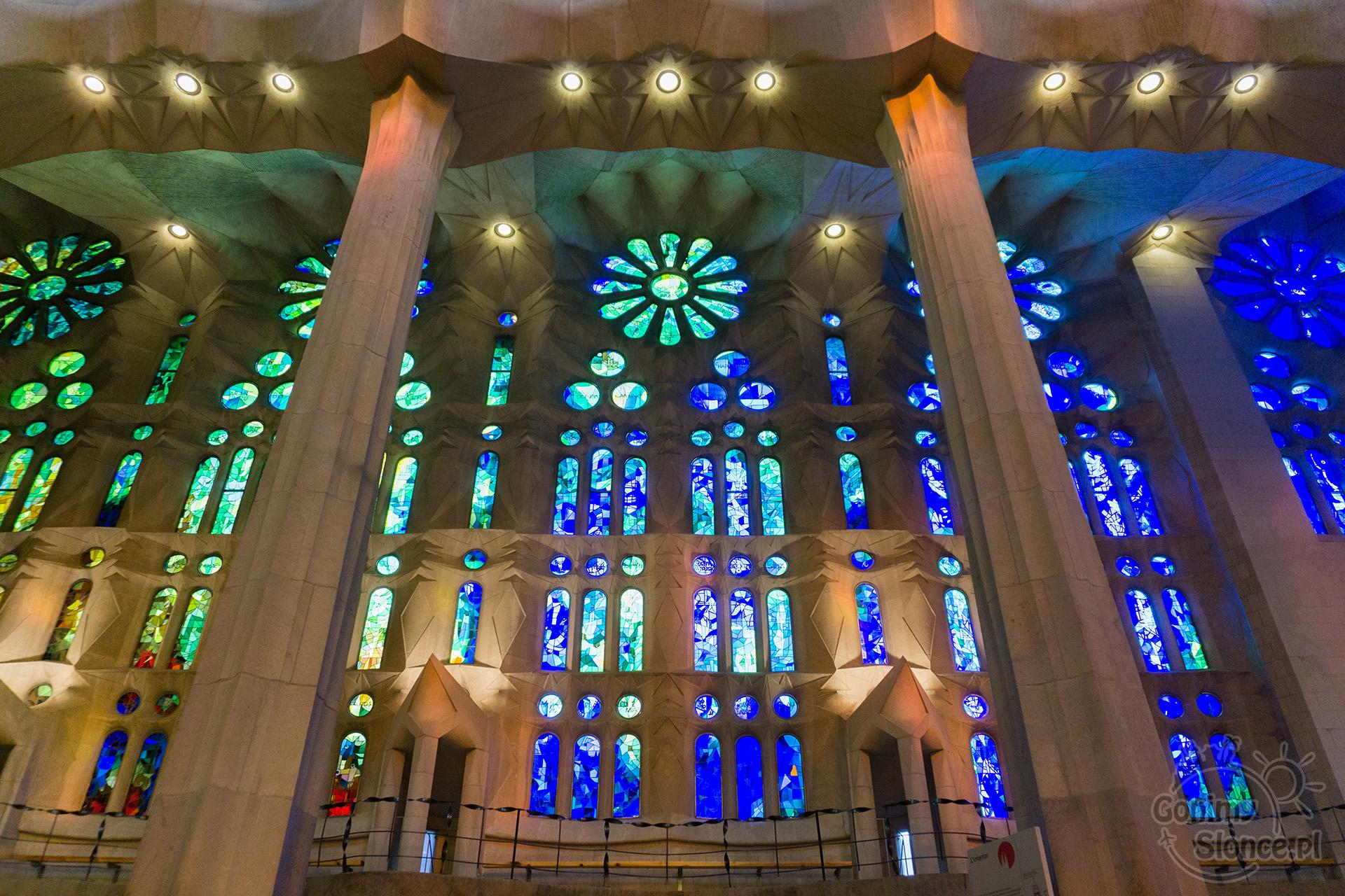 Sagrada Familia - niebiesko-zielone witraże