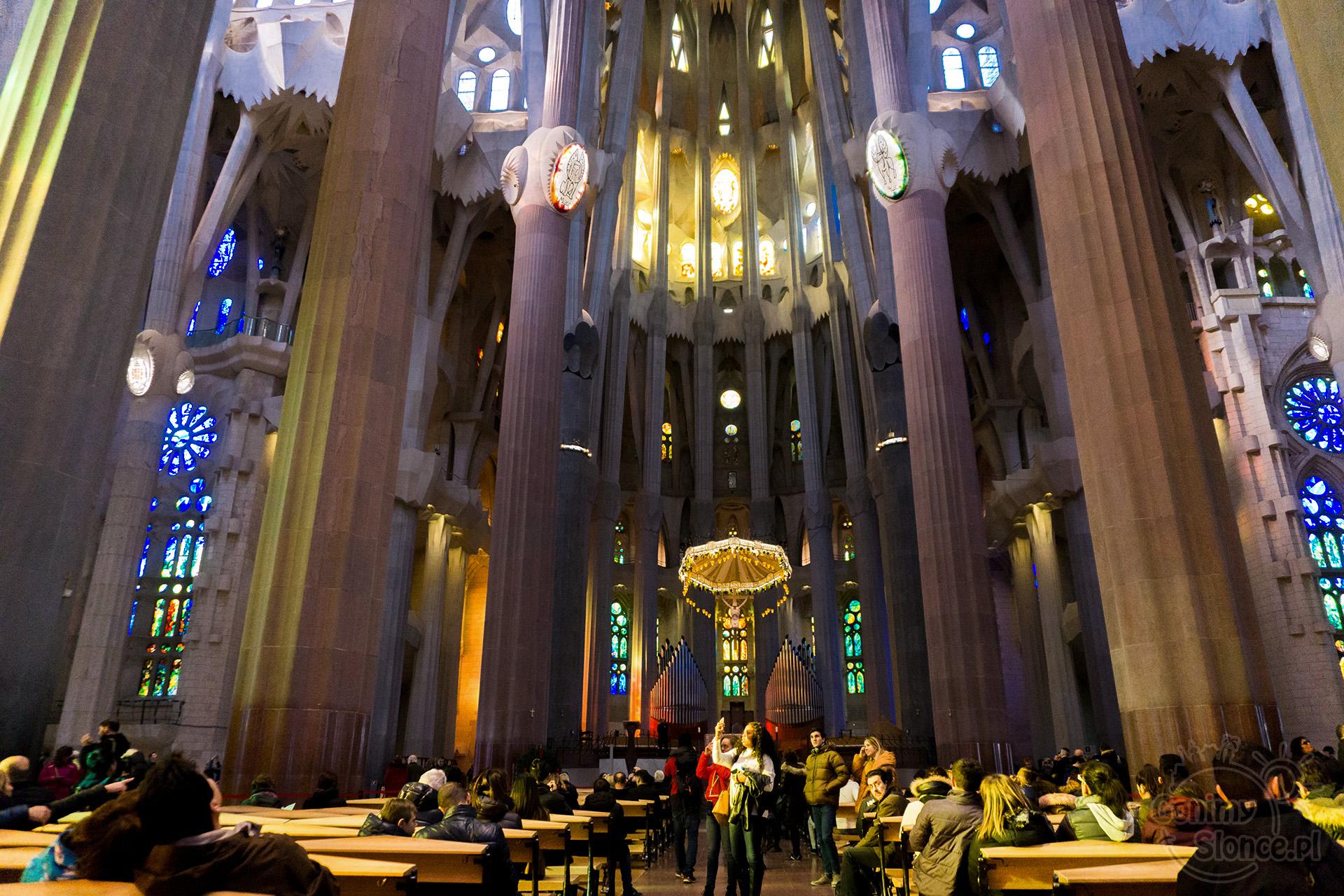 Sagrada Familia - nawa główna