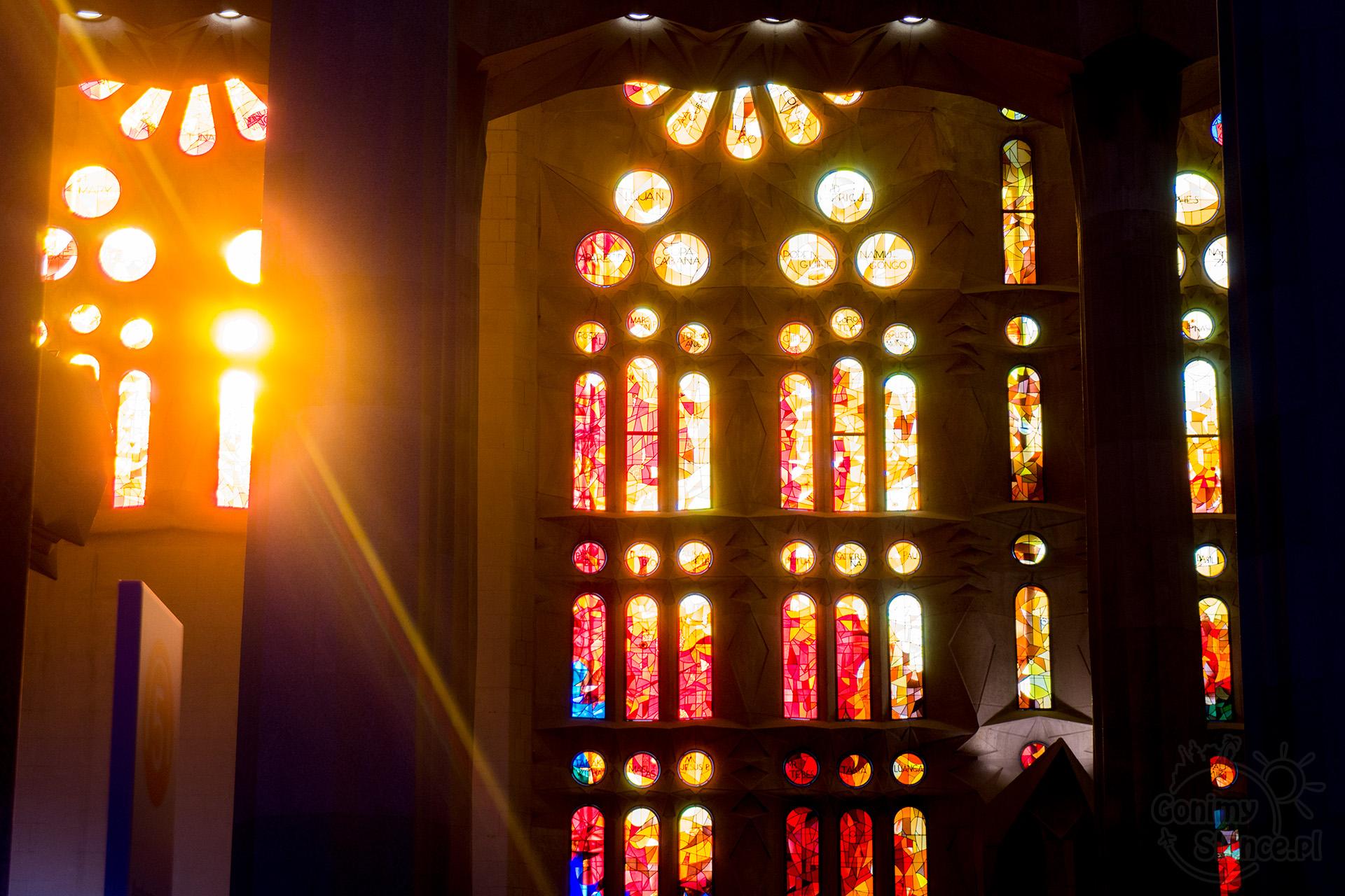 Sagrada Familia - wnętrze i słońce